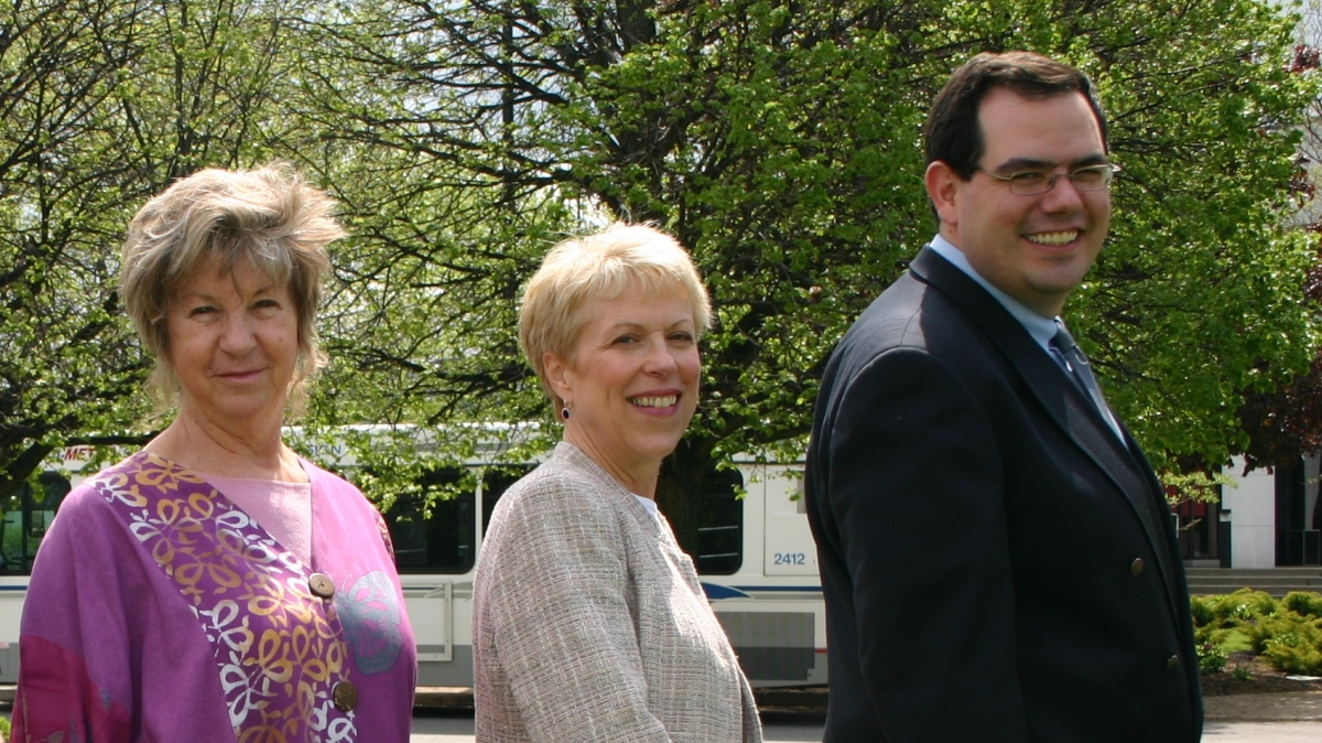 2006 Awardees: Carolyn Morell & Ronny Priefer with Dr. McGlen