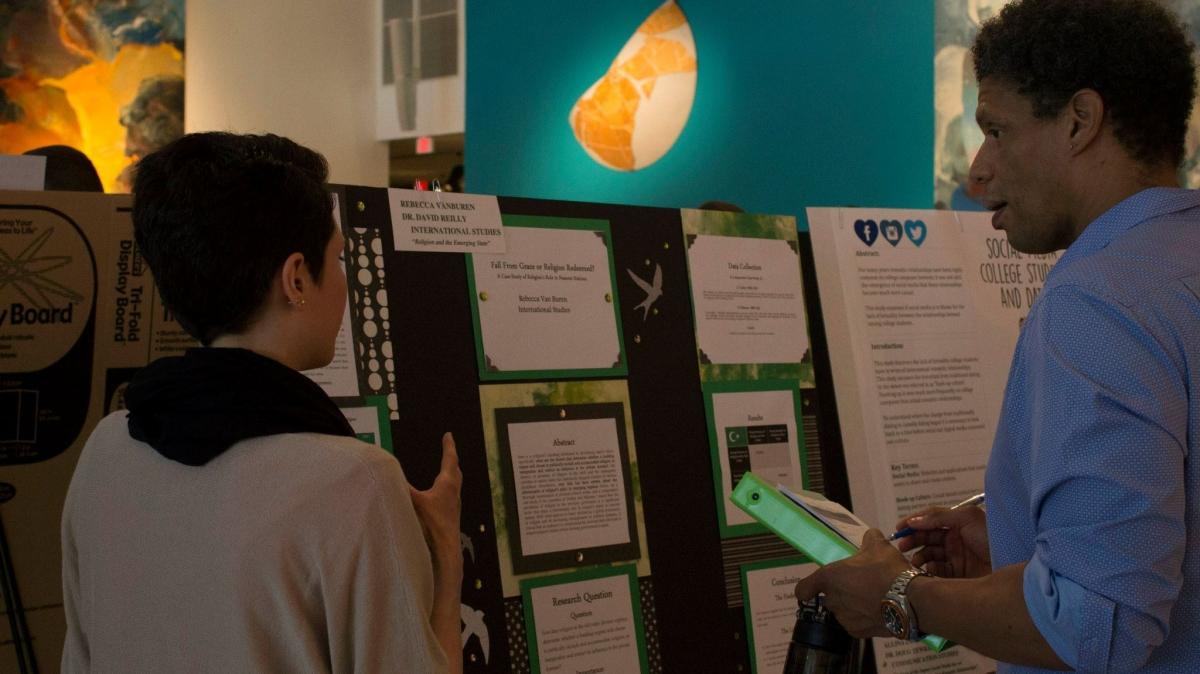 Rebecca Van Buren explains her research to Dr. Chris Lee at the 2015 Undergraduate Research Conference.